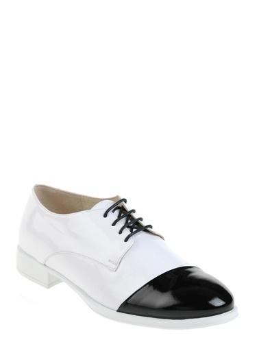 Que Ayakkabı Beyaz